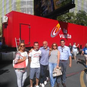 Los candidatos de C's Euskadi disfrutan de la Vuelta Ciclista a España en Bilbao
