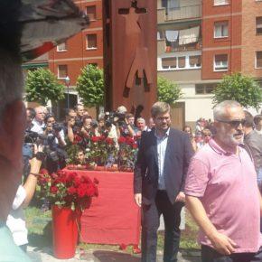 Cs recuerda a Miguel Ángel Blanco y solicita que se reconozca su figura porque 'fue un punto de inflexión' en la lucha contra el terrorismo.