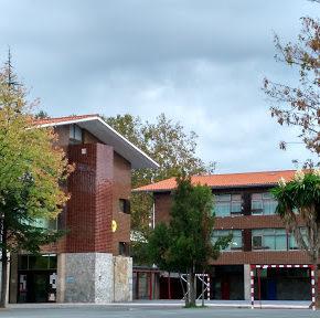 Cs Getxo propone habilitar el patio del Colegio Público Romo como aparcamiento durante todo el periodo navideño.