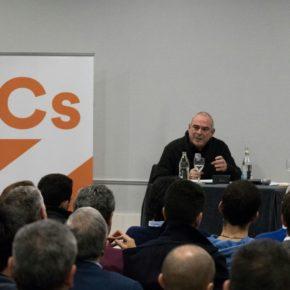 El exviceconsejero de Cultura de Patxi López habla sobre el relato nacionalista en una conferencia organizada por Cs Euskadi