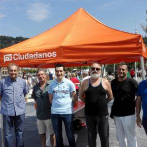 Ciudadanos realiza una carpa en San Sebastián a la que acude Fernando Savater.
