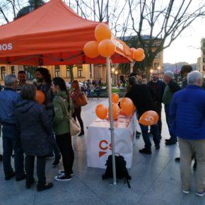 Gran acogida de la carpa ciudadana organizada por los afiliados de Cs en Donostia